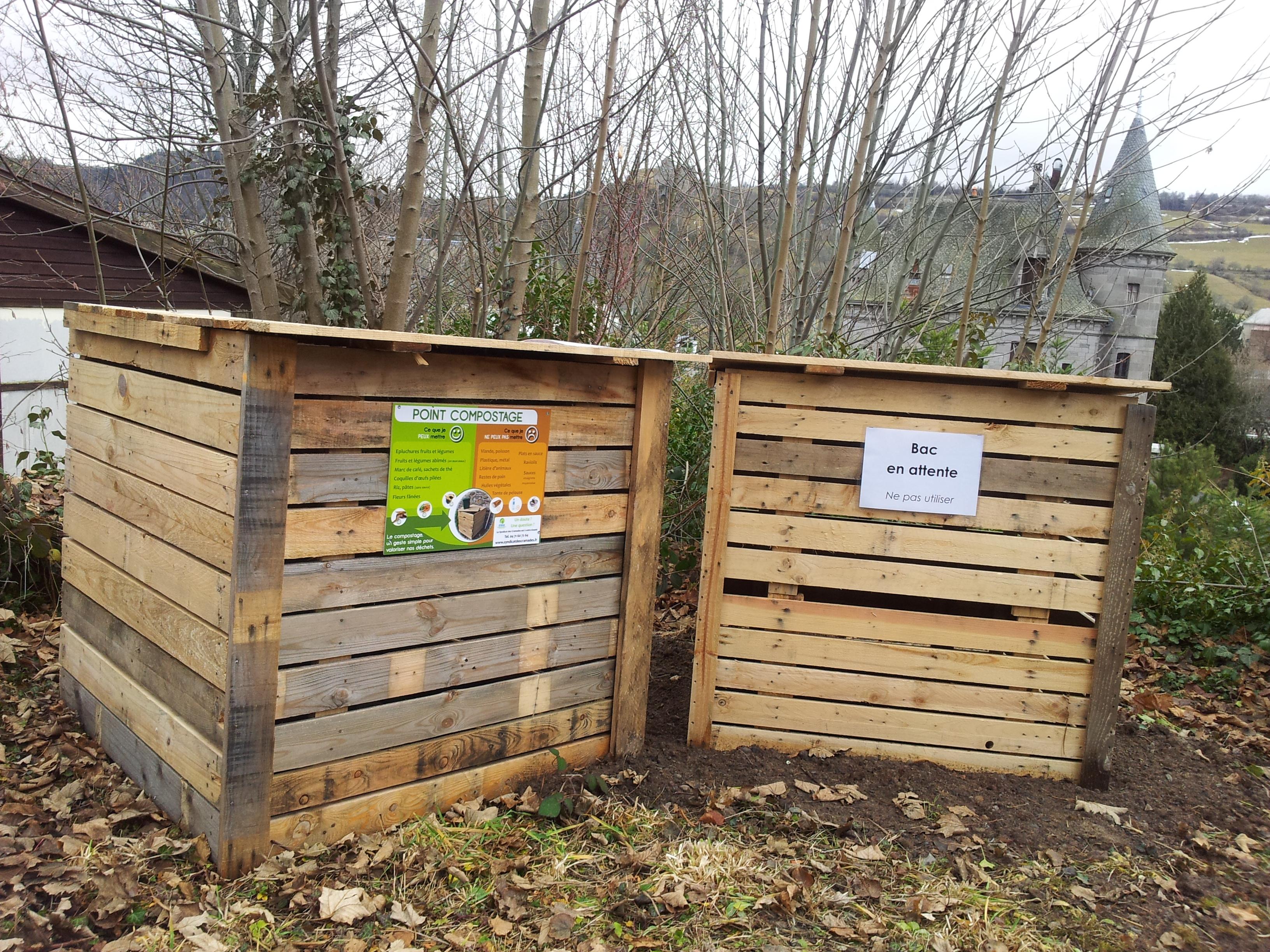 Point compostage Résidence de l′ancienne école maternelle.