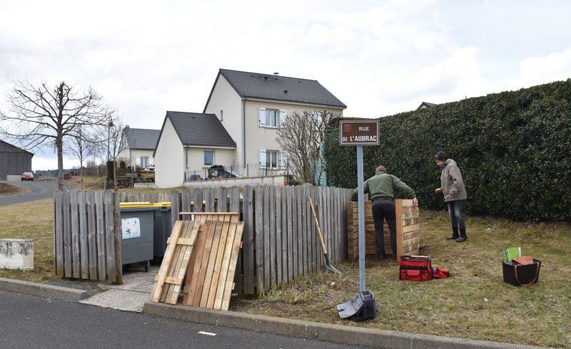 Tous au compost ! Un nouveau point de compostage de proximité installé à Pierrefort